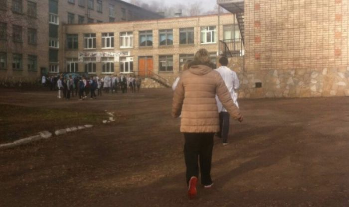 Четыре человека пострадали при нападении подростка на школу в Башкирии