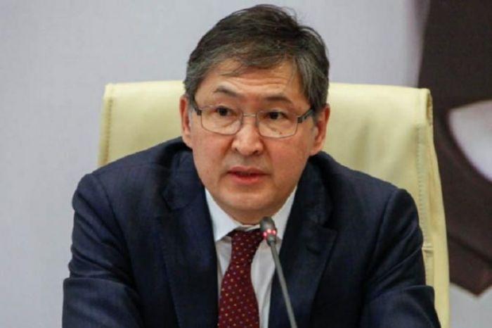 Сагадиев рассказал, почему учителям задержали обещанные надбавки