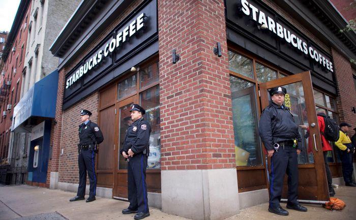 Starbucks на день прекратит работу в США из-за ареста двух чернокожих