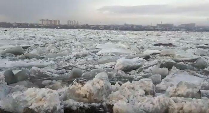 Мать бросилась в Иртыш, спасая двухлетнего ребенка в Усть-Каменогорске