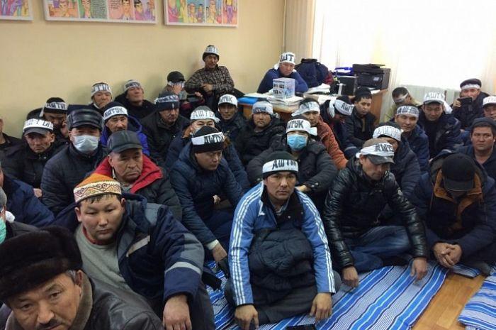 Организаторов голодовки нефтяников просят освободить по УДО