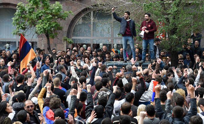 Протестующих в Ереване призвали к «тотальным забастовкам»