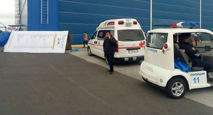 Стенд упал на посетителя выставки KADEX в Астане