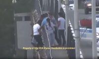 Девушку, решившую броситься с моста в Атырау, спасали в восемь рук