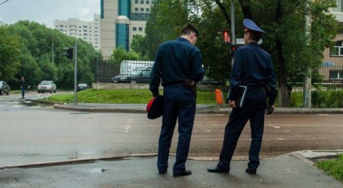 Глава МВД о форме полицейских: Одной рукой держит фуражку, другой - пистолет