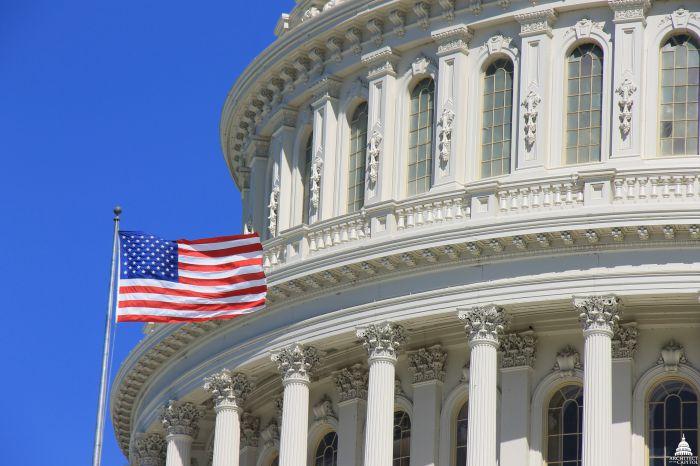 Демократы в Конгрессе США потребовали полный текст доклада спецпрокурора Мюллера без изъятых частей