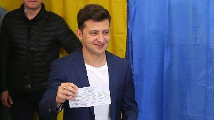 Зеленский набирает 71,8 процента голосов, показал опрос
