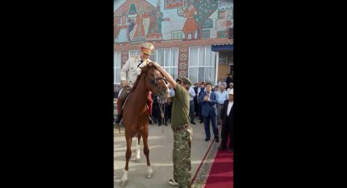 МВД проверяет видео с начальником ДП Атырауской области на коне