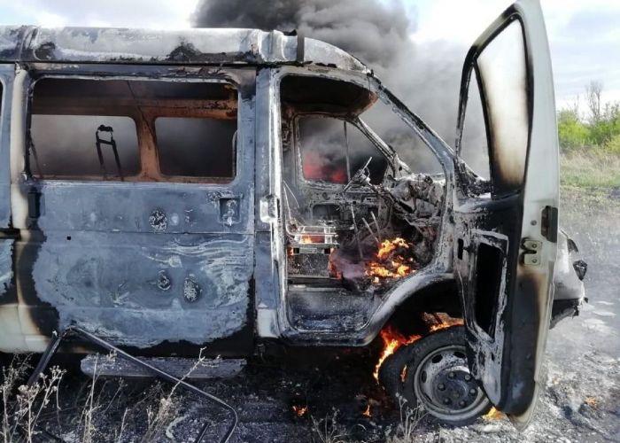 Из горящего микроавтобуса спасли 11 детей на севере Казахстана