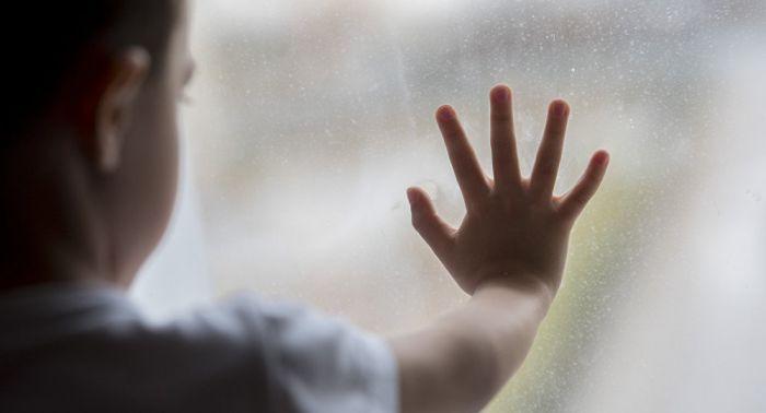 Девочка сорвалась со второго этажа детсада - видео падения появилось в Сети