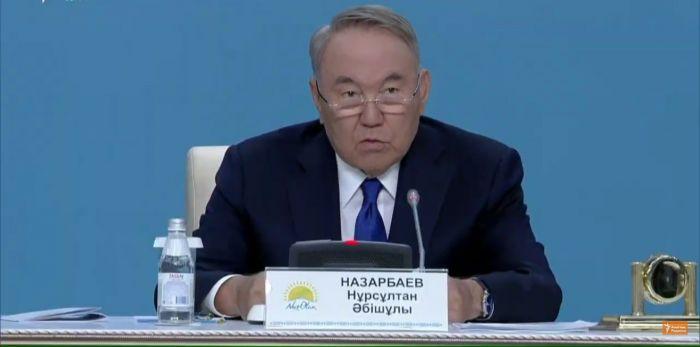 Назарбаев о двойственности власти: Есть один президент, и он главный