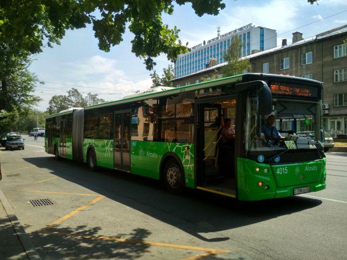 В Алматы водитель автобуса подрался с пассажиром