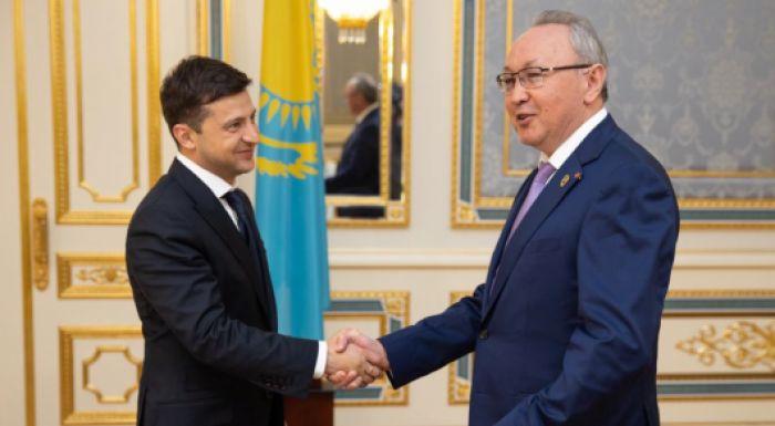 Зеленскому передали поздравления от казахстанцев