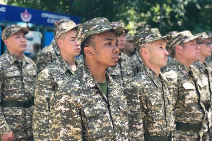 Афроказахстанец отправился служить в армию