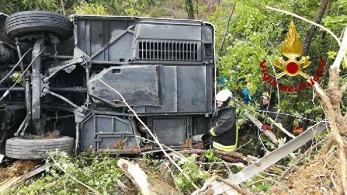 Крупное ДТП в Италии: пострадали 9 казахстанцев