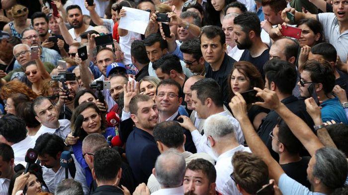 Кандидат от правящей в Турции партии Бинали Йылдырым признал своё поражение на выборах мэра Стамбула