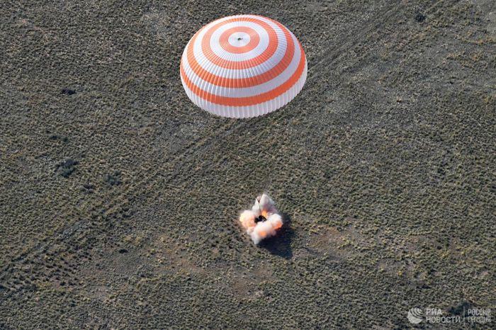 На Землю вернулся экипаж с МКС после семи месяцев полета