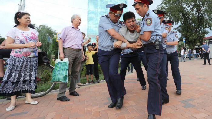 Более 100 человек задержаны на акциях протеста в субботу – МВД
