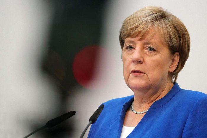 Меркель в третий раз за месяц испытала на публике приступ дрожи