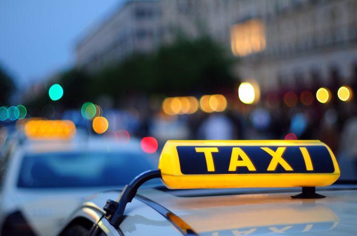 Таксист довез туриста из аэропорта Алматы за 33 тысячи тенге