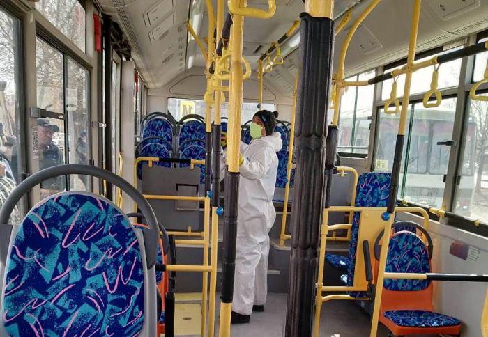 Садясь в автобус, не забудь про маску