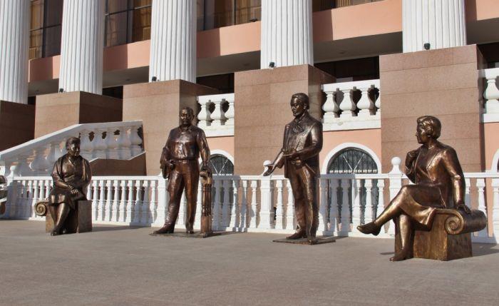 В Атырау появилась скульптурная композиция, посвящённая четырём Народным артистам