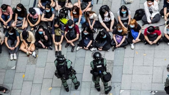 Британия обещает гражданство жителям Гонконга, если Пекин урежет их свободы