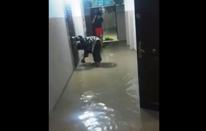 Дома и улицы в Актау затопило из-за сильного дождя