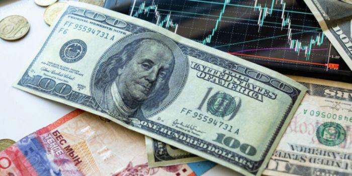 На 6 тенге снизился курс доллара на бирже за неделю