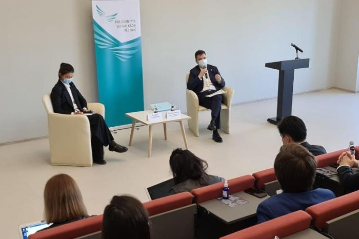 О новом экономическом курсе рассказал членам Президентского кадрового резерва Руслан Даленов