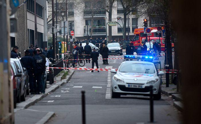 Неизвестный с мачете напал на людей у бывшей редакции Charlie Hebdo