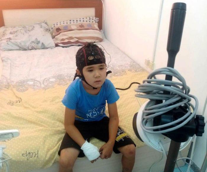 В Атырау прекращено дело об ударе током уличным фонарём ребёнка