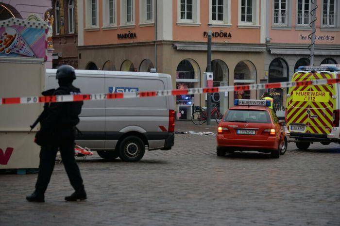 В Германии машина насмерть сбила несколько человек в пешеходной зоне