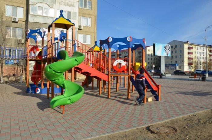 Детская площадка на... перекрёстке