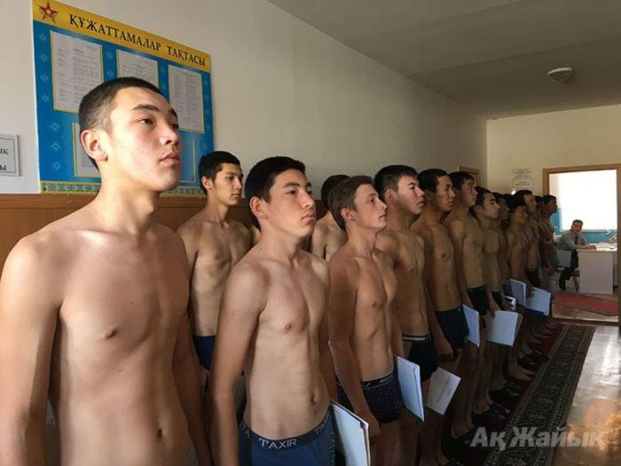 Атырауский военком: «Никогда мы не выдёргивали ребят, которых не должны были по закону»