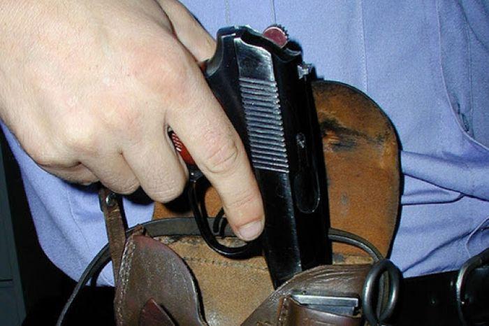 Атырауским полицейским пришлось отвечать выстрелами на выстрел