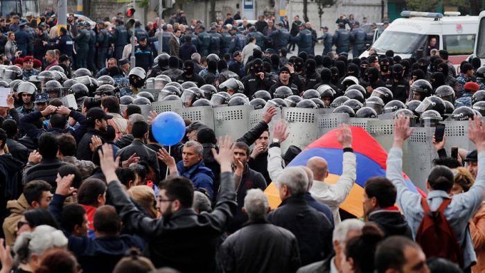 В центре Еревана проходит многотысячный митинг с требованием отставки премьер-министра
