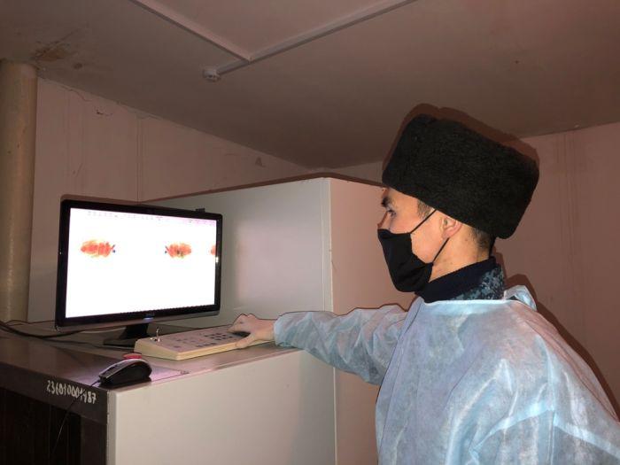 Передачки в атыраускую тюрьму проверяют и вручную, и рентгеном
