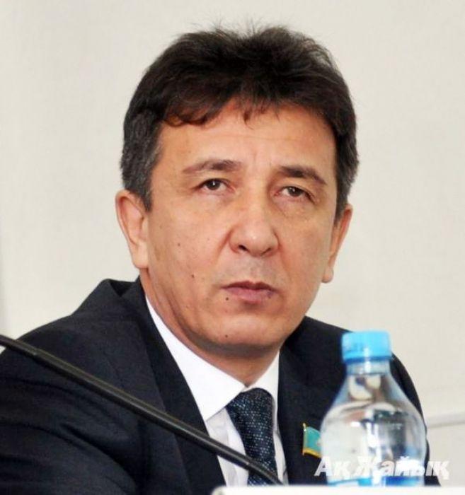 Экс-сенатор Енсегенов стал советником министра экологии