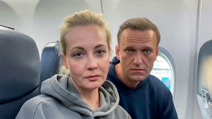 Возвращение Навального в Россию: во Внуково находятся сотни полицейских