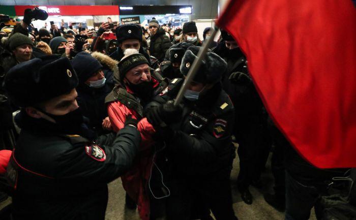 Во Внуково начались задержания