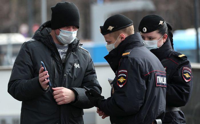 МВД России пригрозило тиктокерам, которые изображали полицейских и срывали погоны в поддержку Навального