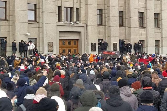 В городах России начались акции протеста в поддержку политика Алексея Навального