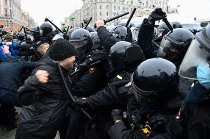 В Москве начались задержания на акции протеста в поддержку Навального