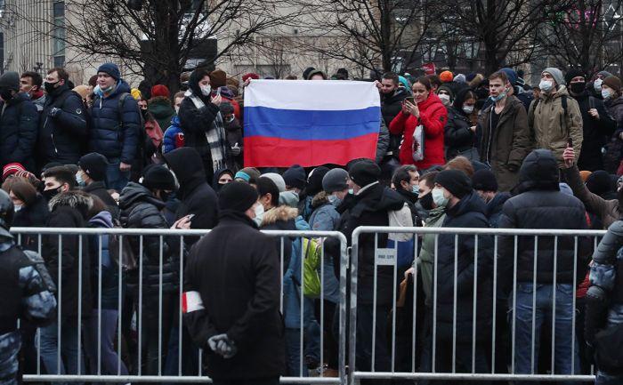 Боррель осудил задержания на акциях в России