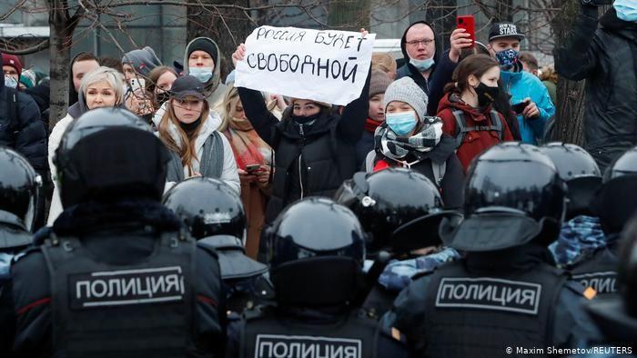 """Штабы Навального: на протесты вышли до 300 тысяч, власти """"действительно напуганы"""". Названа дата новых акций"""
