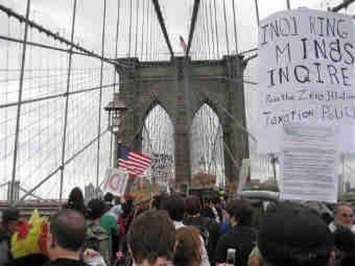 С Уолл-Стрит сметают демонстрантов (+ВИДЕО)