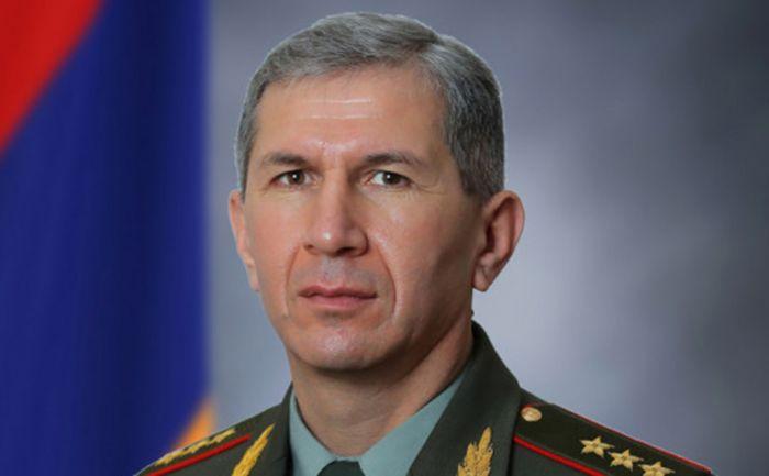 Пашинян уволил главу Генштаба Армении
