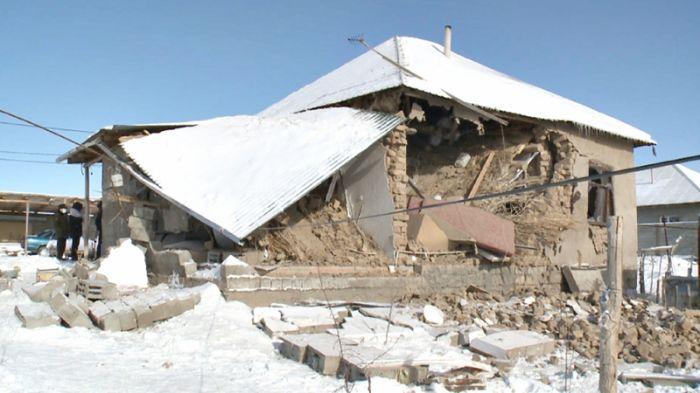 Взрыв газа разрушил частный дом в Шымкенте