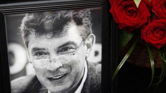 В акции памяти Немцова в Москве приняли участие более 10 тыс. человек